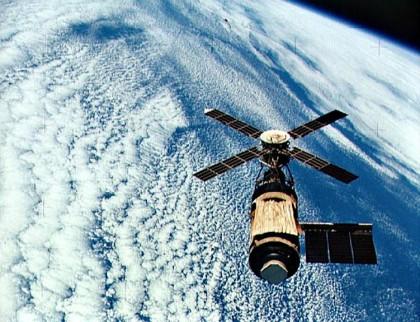 Исследование околоземного космического пространства
