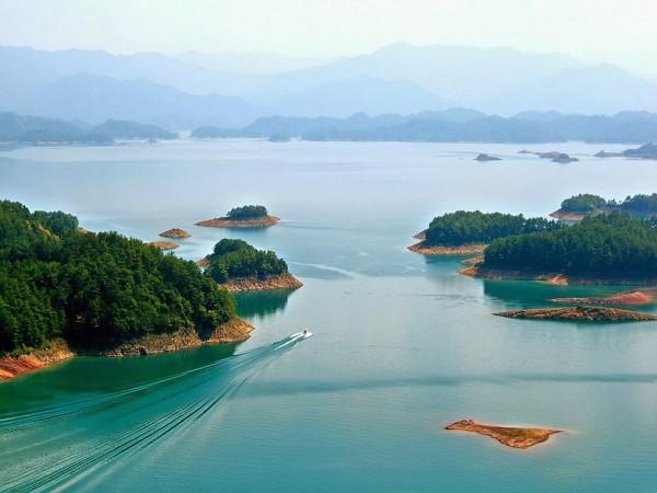 На озере Тайху расположено около 90 островов — от нескольких метров до нескольких километров в длину.