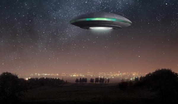 НЛО наблюдают за ходом эксперимента