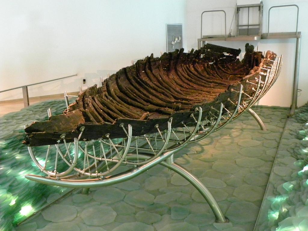 Как появилась лодка и весло