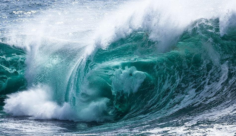 Как рождаются волны в море