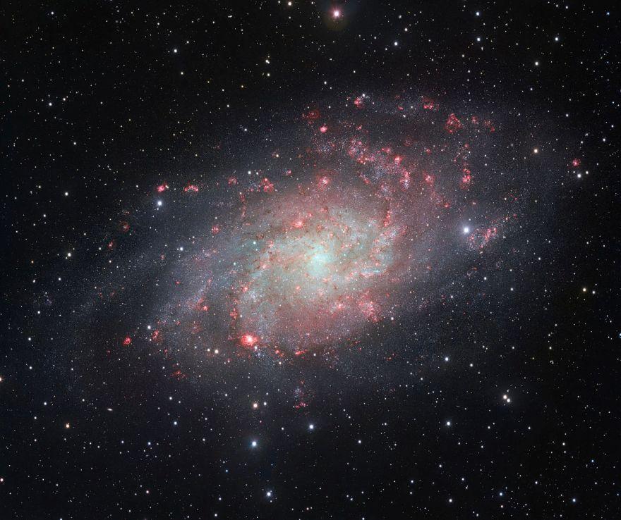 Галактика Треугольника (М33)