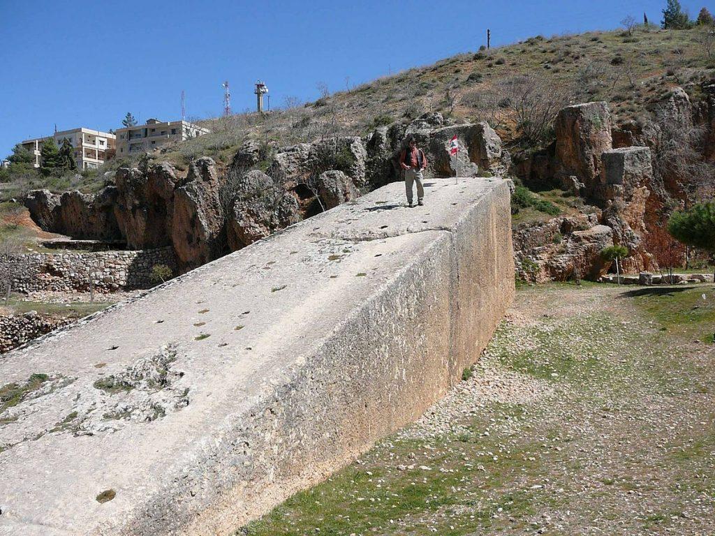 Как древние люди строили гигантские сооружения?
