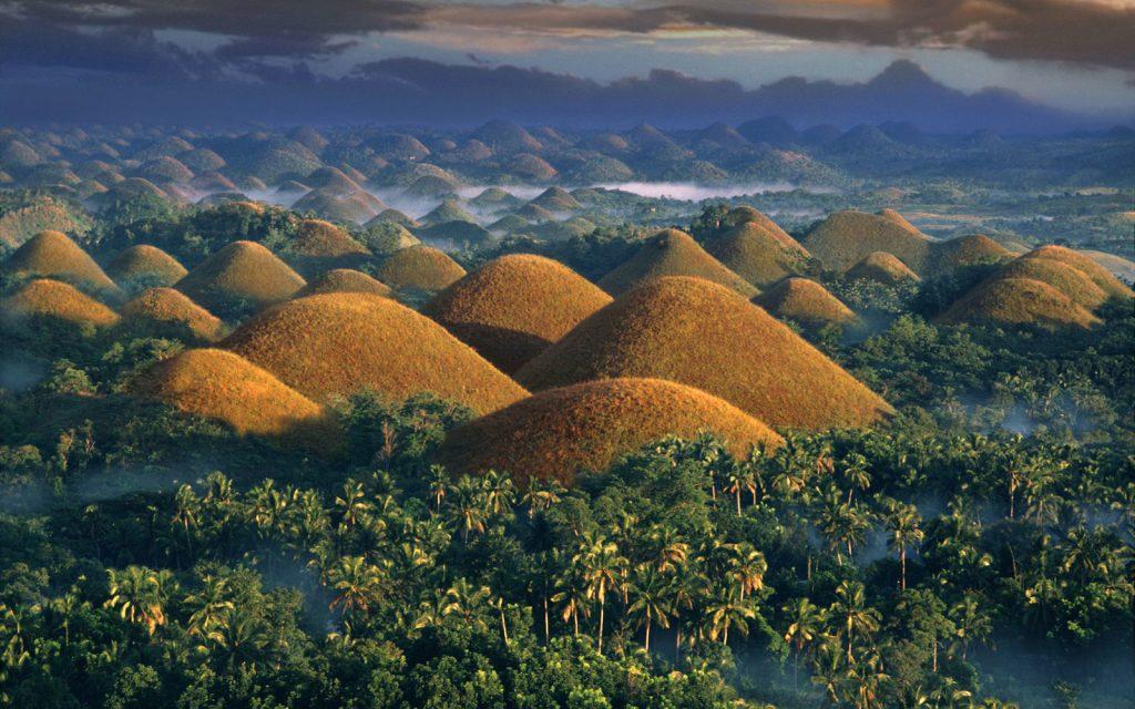 Шоколадные холмы острова Бохол