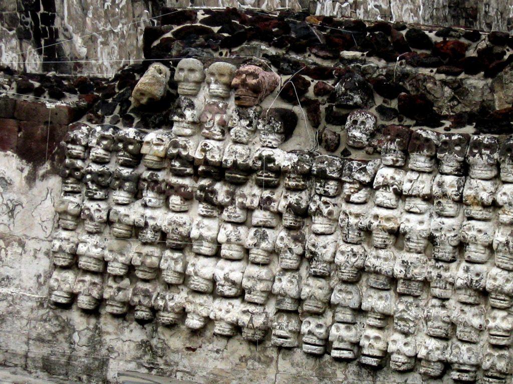 Стена из черепов