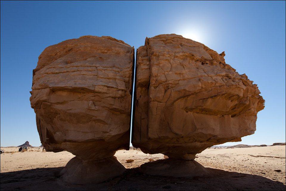 Загадочный камень Эл Наслаа