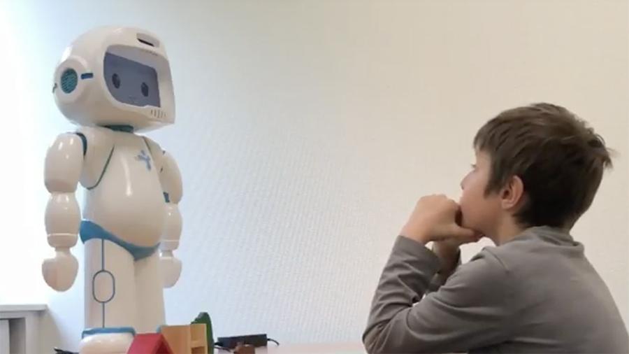 Дети верят роботам