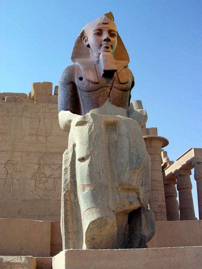 Статуя фараона Рамсеса II