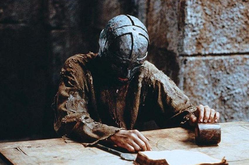 Железная маска - кем был таинственный узник?