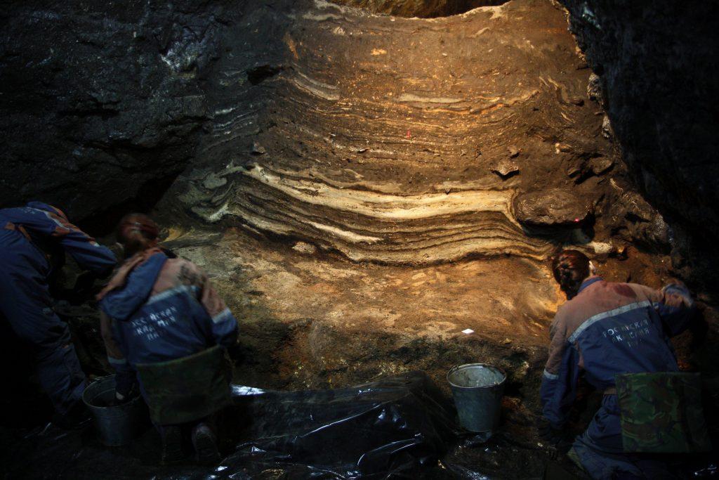 Диадема из бивня мамонта найдена в Денисовой пещере