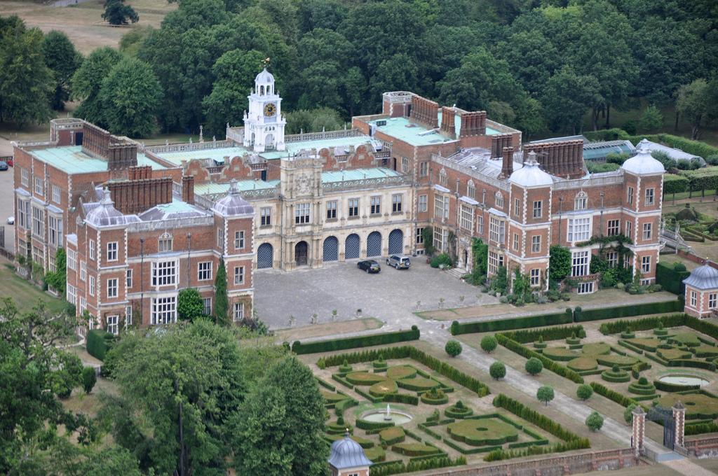 Хэтфилд-хаус - бывшее поместье английской королевы