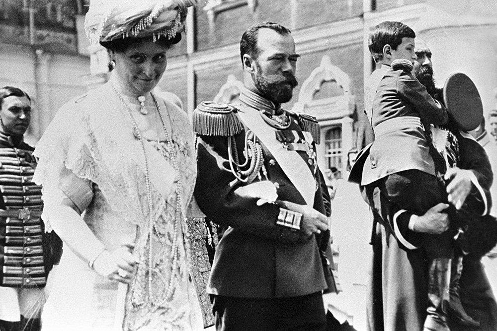 «Любовный треугольник» царицы - тайная жизнь императрицы Александры