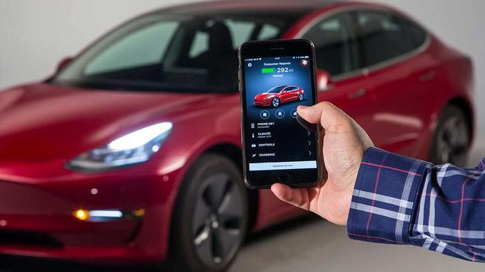 «Домашняя» Tesla. В электромобилях Маска появиться функция управления через смартфон