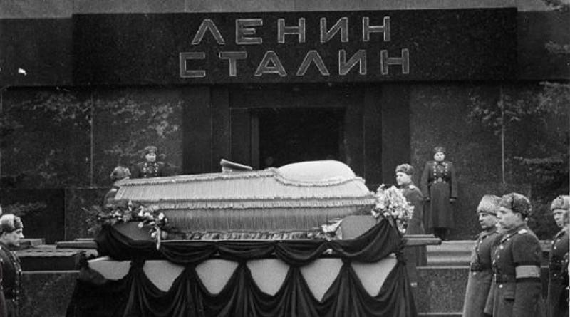 Как Сталина вынесли из Мавзолея?