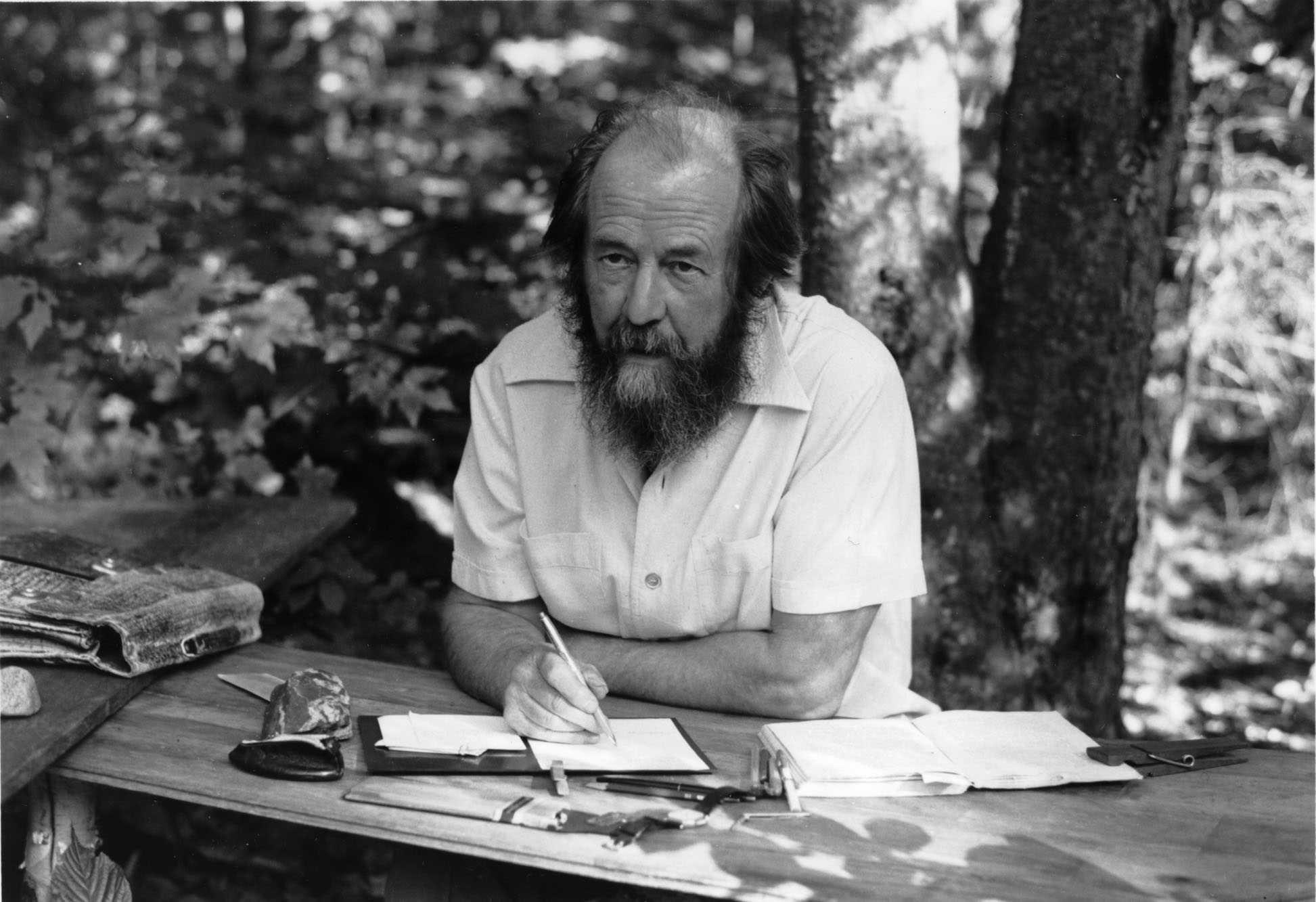 Солженицын брал деньги ЦРУ на развал СССР?!