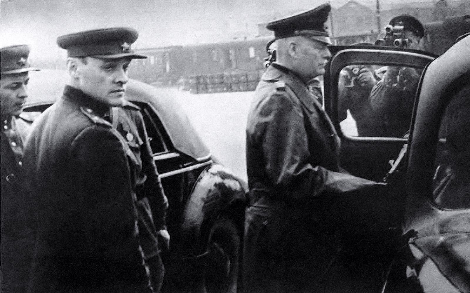 Александр Коротков - в разведку на лифте
