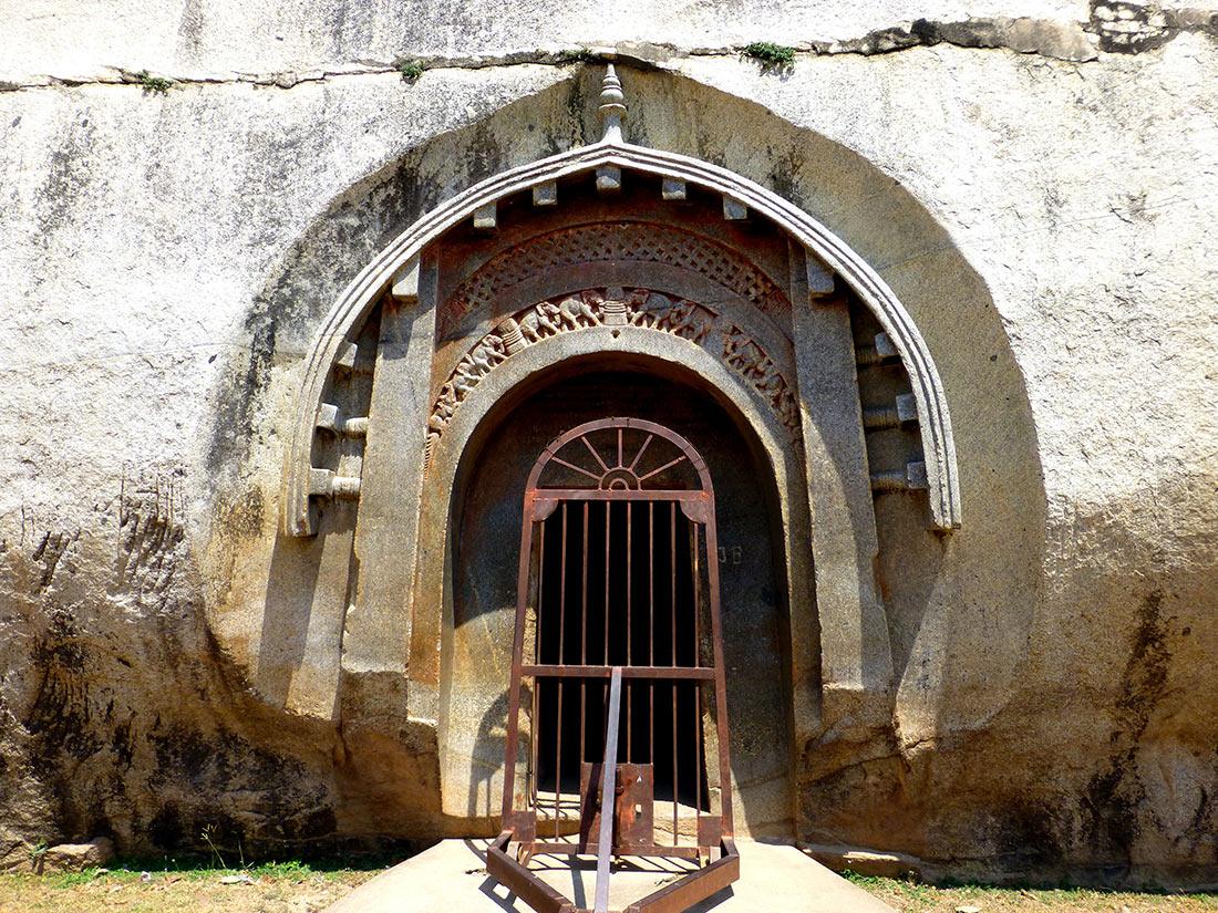 Барабарские пещеры - бомбоубежища Древней Индии