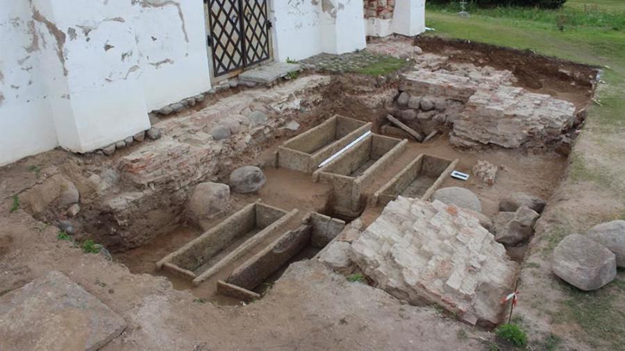 Каменные саркофаги Новгорода