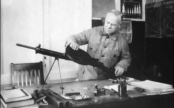 Василий Дегтярев - создатель ручного пулемета №1