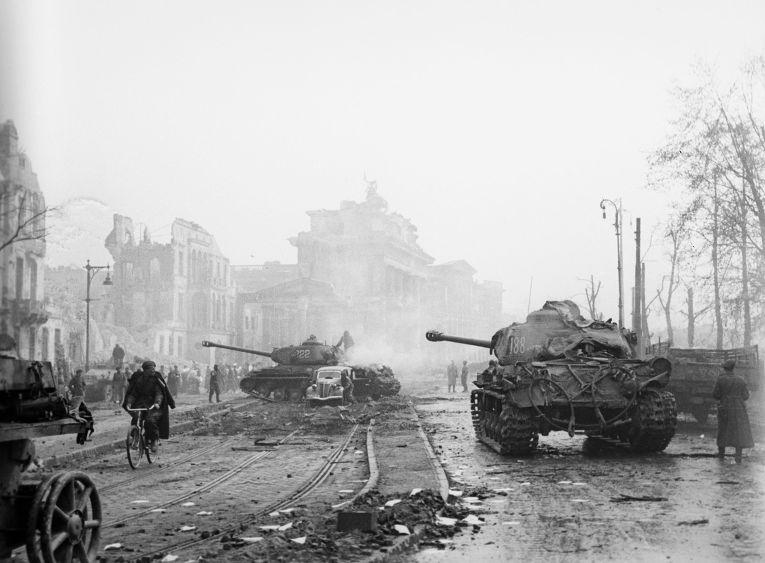 Битва за Берлин - «бессмысленная бойня» или гениальный маневр маршала Жукова?