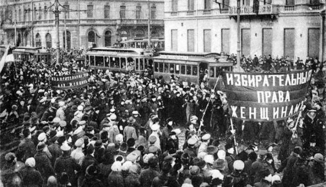 8 марта: как борьба женщин за свои права закончилась праздником