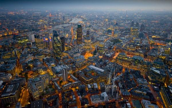 Вечерний вид на Сити с небоскребом Мэри-Экс.