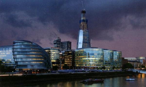 Вечерняя панорама Саутворка. Слева — здание Администрации Большого Лондона (Сити-Холл), справа — небоскреб Шард (в процессе строительства, закончен в 2012 г.).