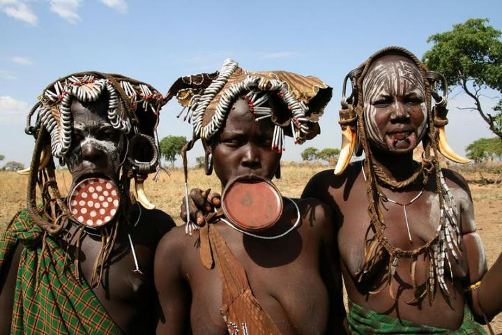 Мурси: самое кровожадное племя Африки