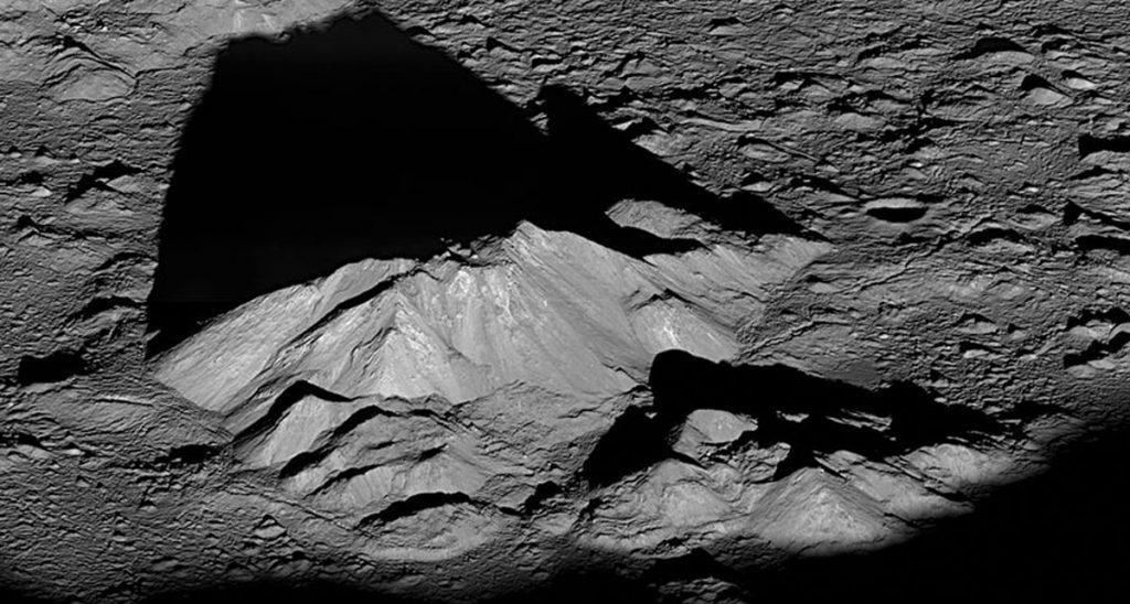 Загадочные аномалии на Луне. На нашем спутнике есть жизнь?