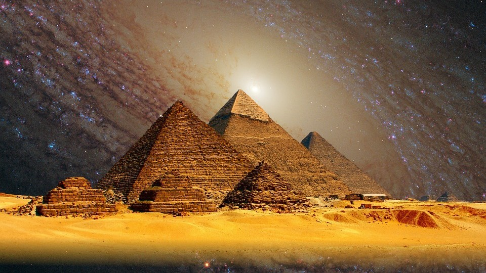Кто построил пирамиду Хеопса?