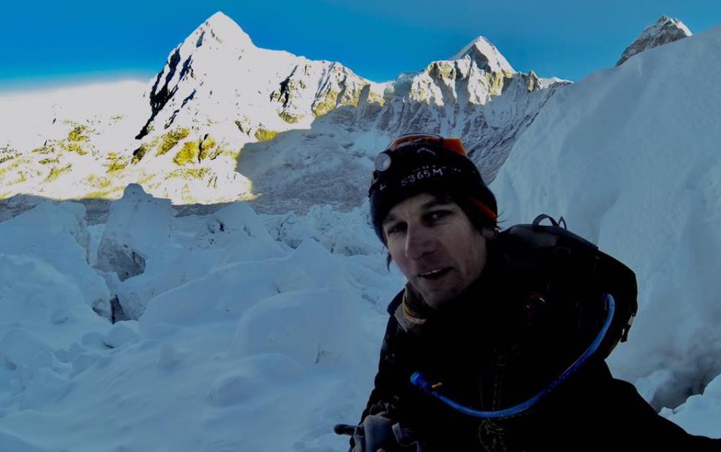 «Зайцем» на Эверест