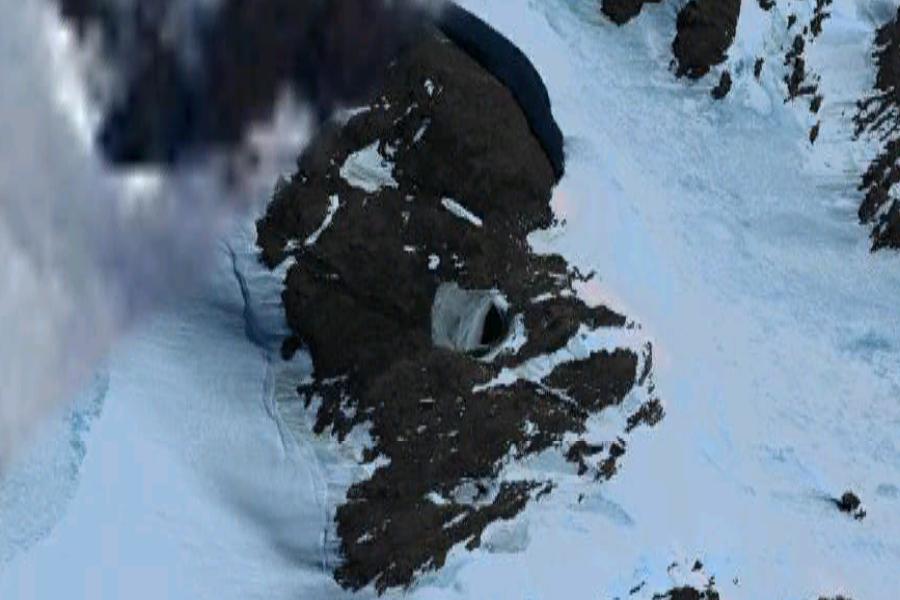 Странная пещера в Антарктиде