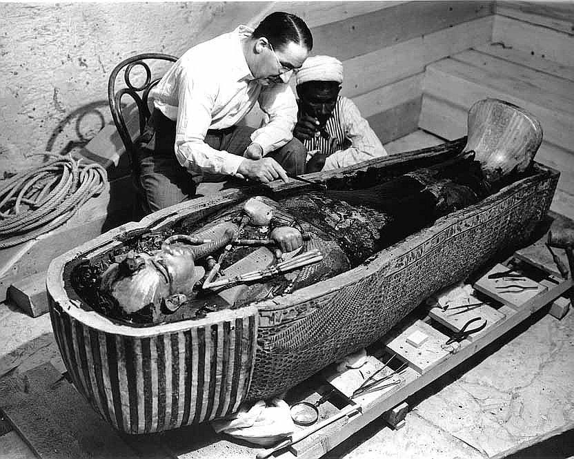 Проклятие Тутанхамона - что убило археологов вскрывавших гробницу?