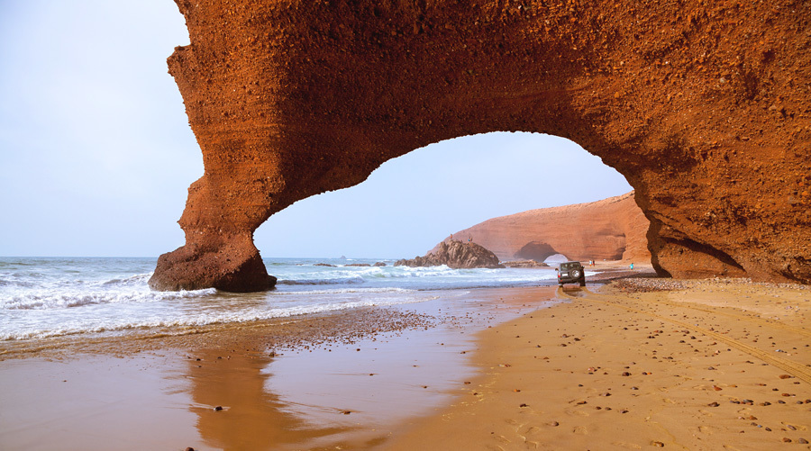 Арка на пляже Легзиры