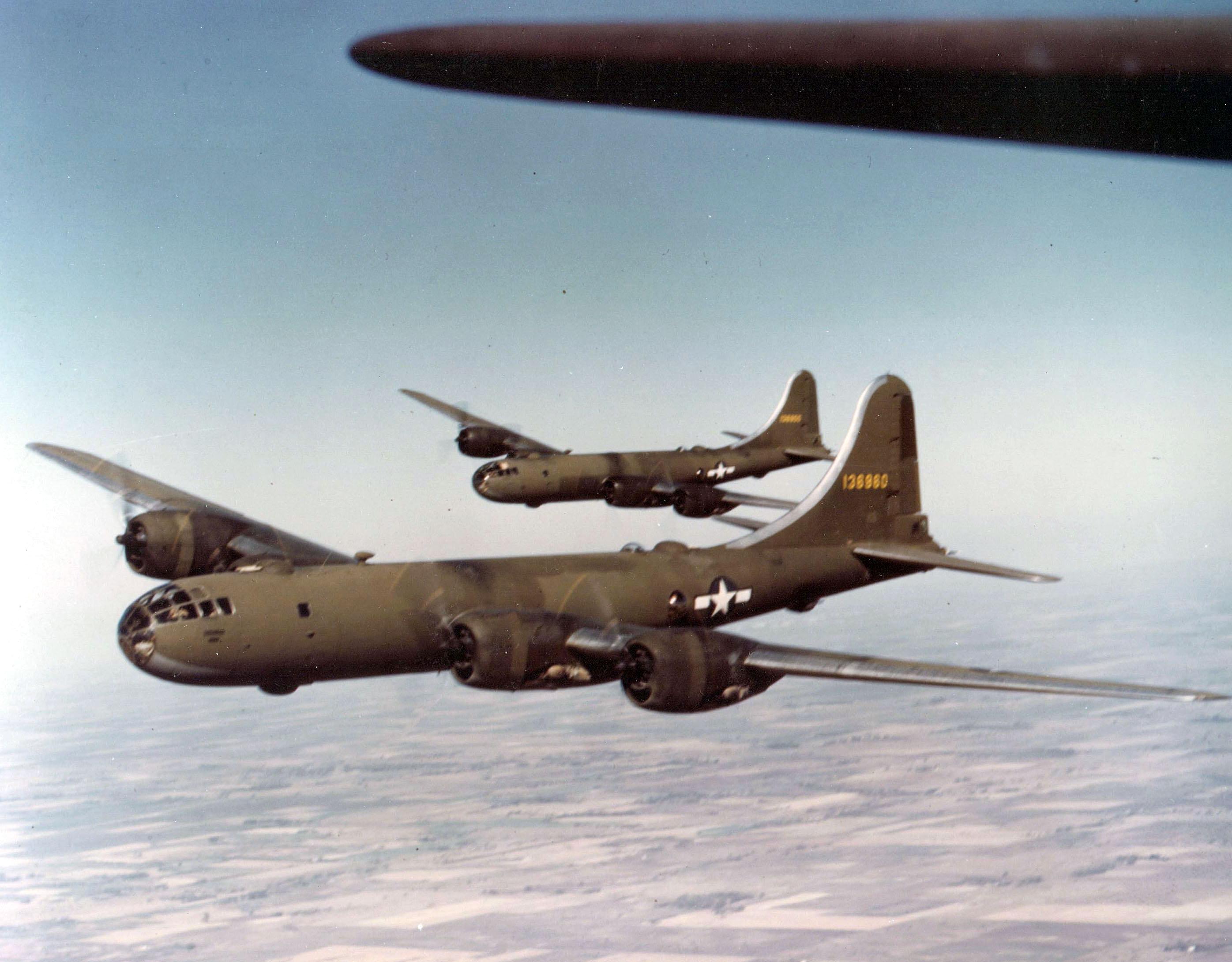Бомбардировщик B-29 стал первым в мире носителем ядерного оружия