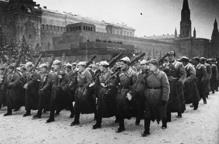 Незабываемый парад 7 ноября 1941 года. С Красной площади — на фронт