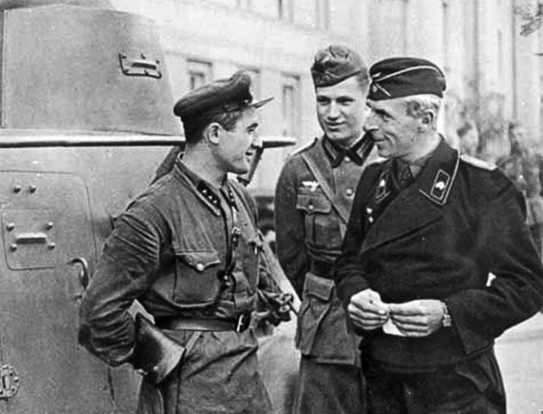 Советский Союз подготовил сотни гитлеровских танкистов и летчиков. Неужели все так и было?