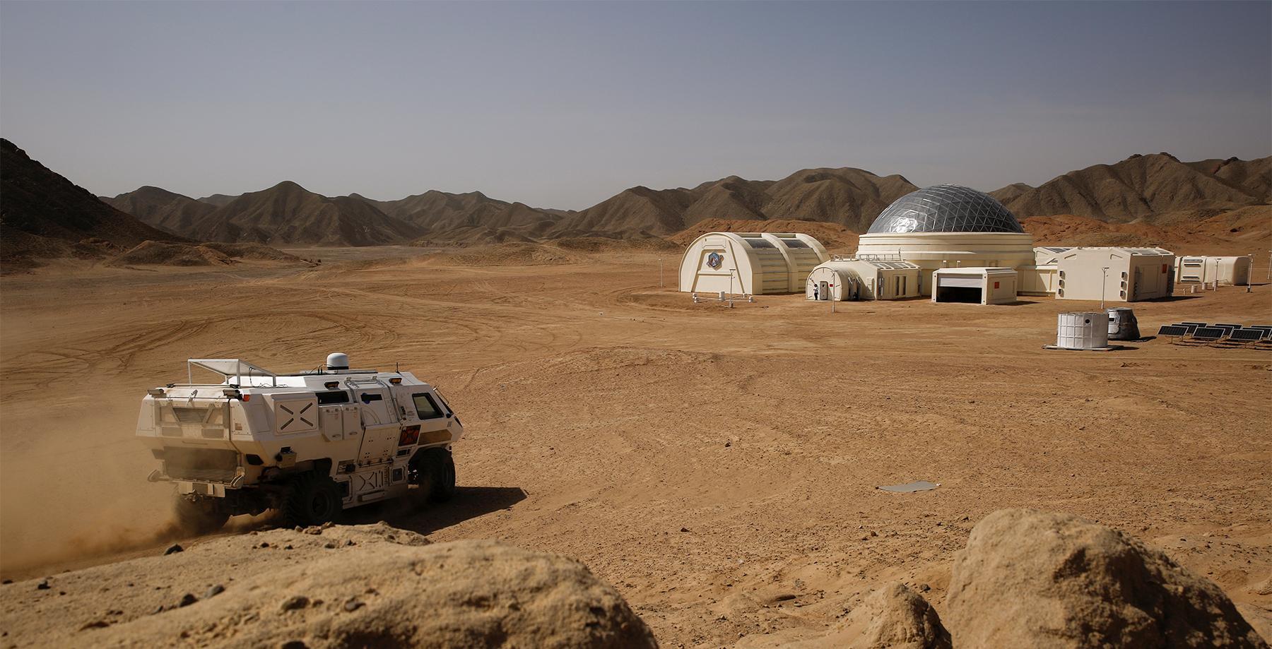 Чуждый мир Красной планеты: как человечество будет приспосабливаться к жизни на Марсе?