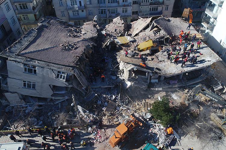 Почему происходят землетрясения?