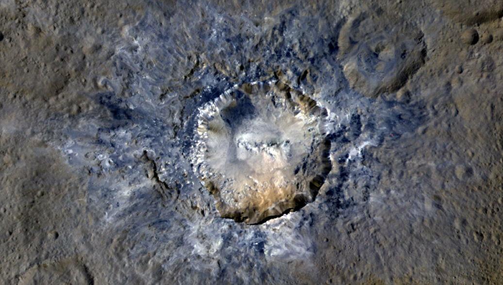 Топография кратера Хаулани на карликовой планете Церера