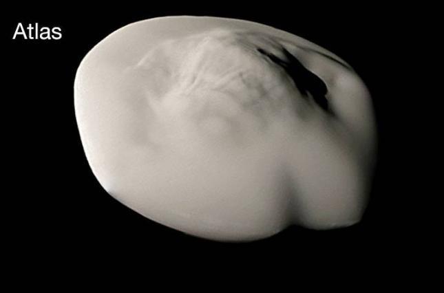 Спутник Сатурна Атлас вблизи