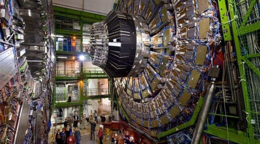 Новые интриги вокруг Стандартной модели Вселенной