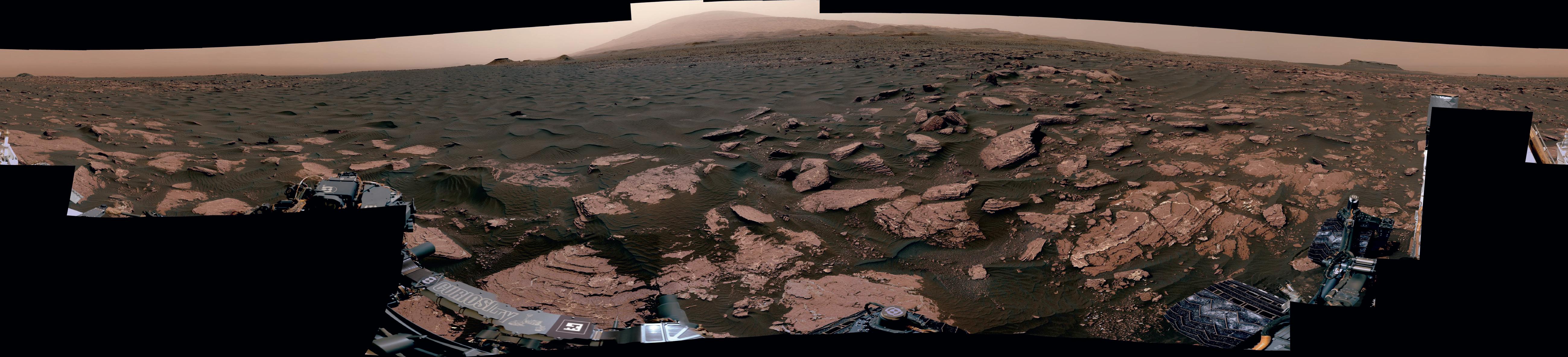 Curiosity прислал завораживающую новую марсианскую панораму