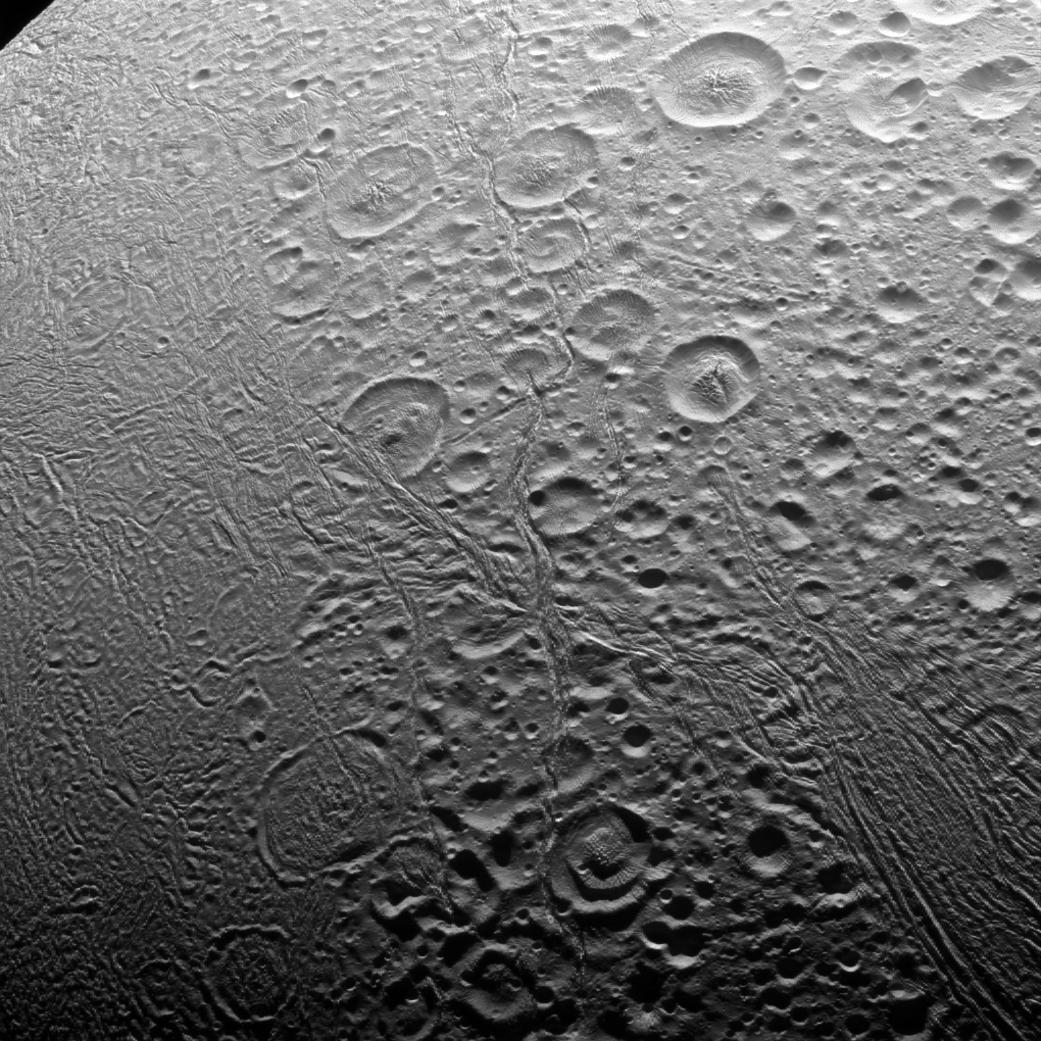 Малоизученный северный полюс Энцелада