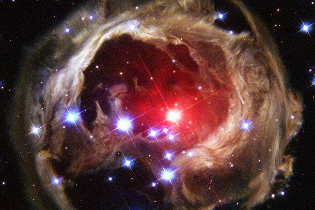 Взрывы звезд и расширение Вселенной