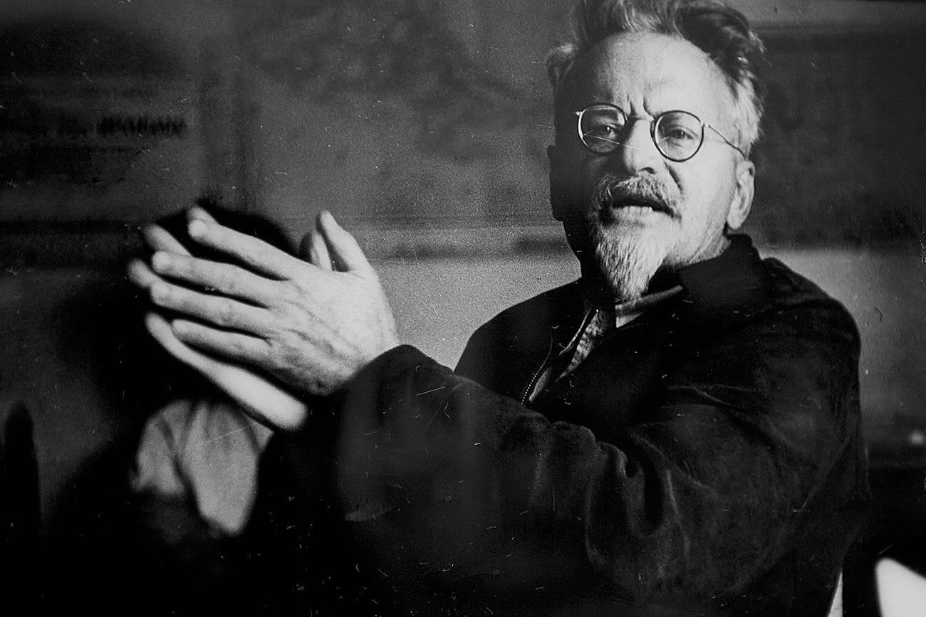 Если бы Ленина сменил Троцкий, а не Сталин