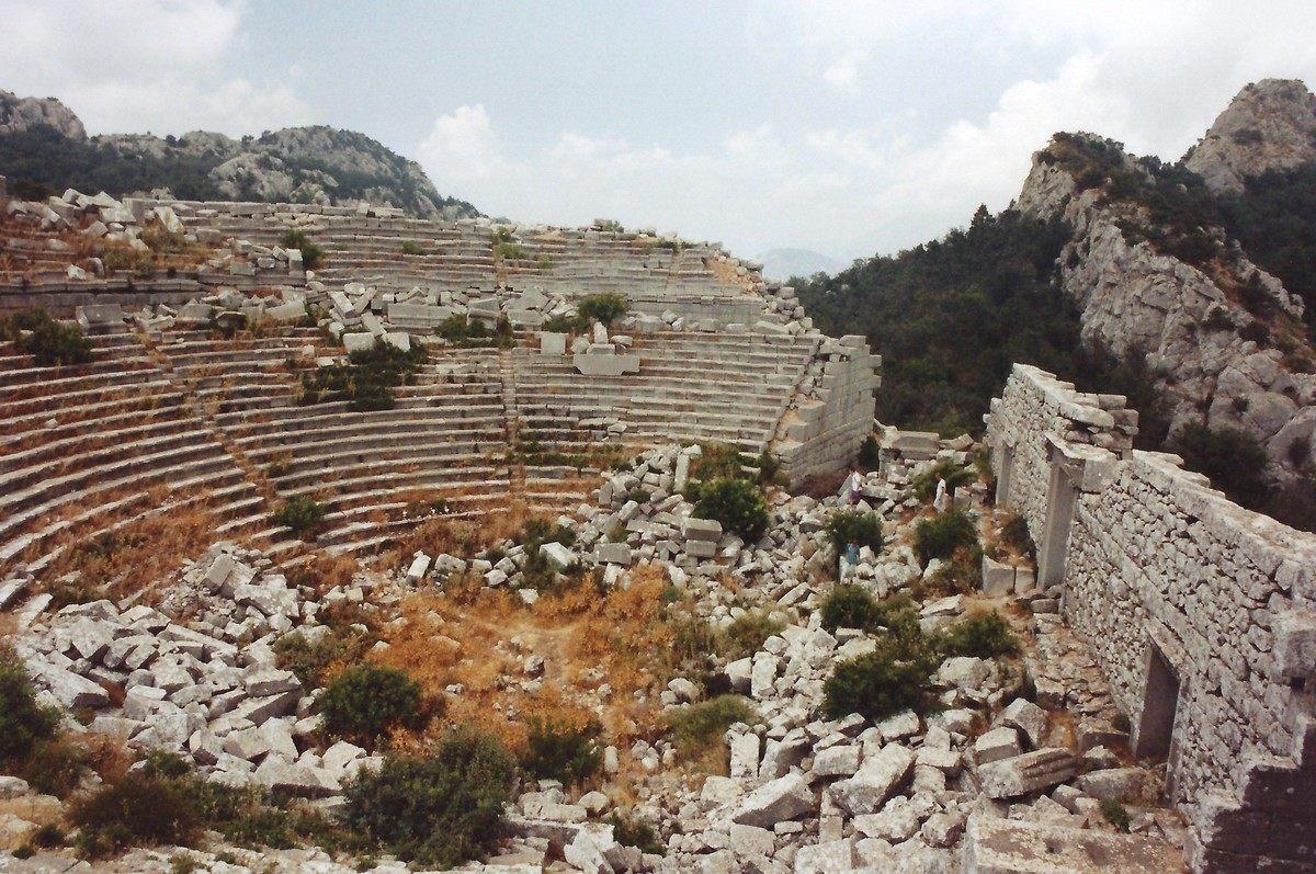 Развалины Термессоса. Античное мегалитическое строение в Турции