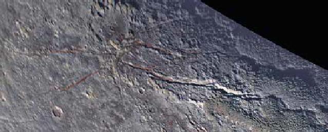 «Ледяной паук» и озеро на Плутоне