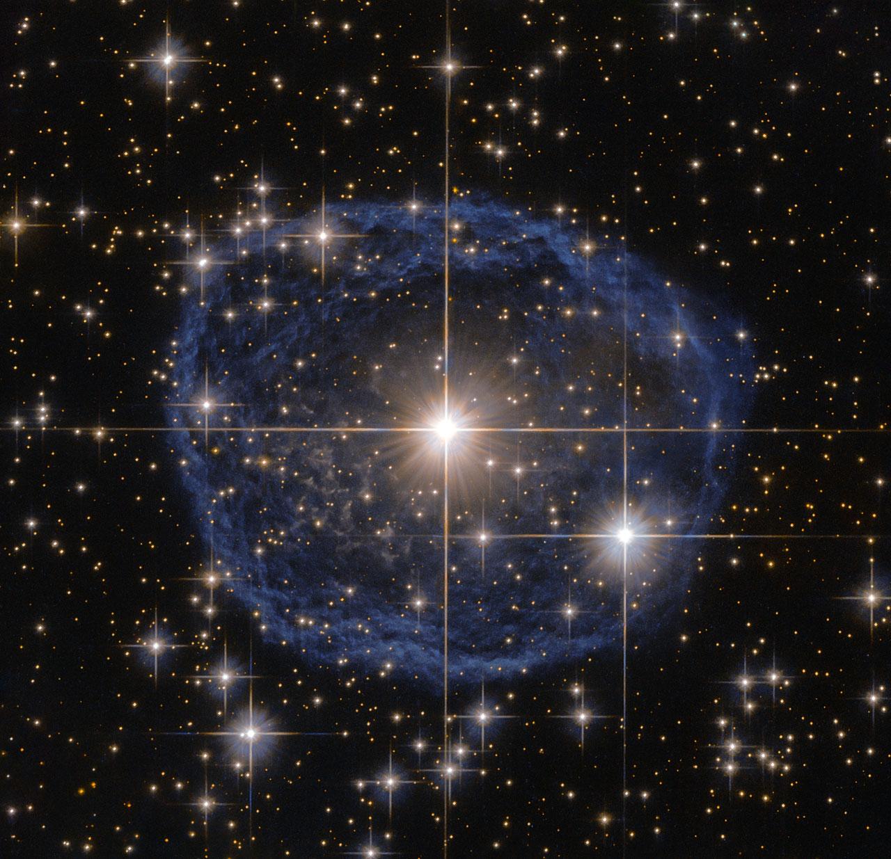 Голубой «пузырь» в созвездии Киля