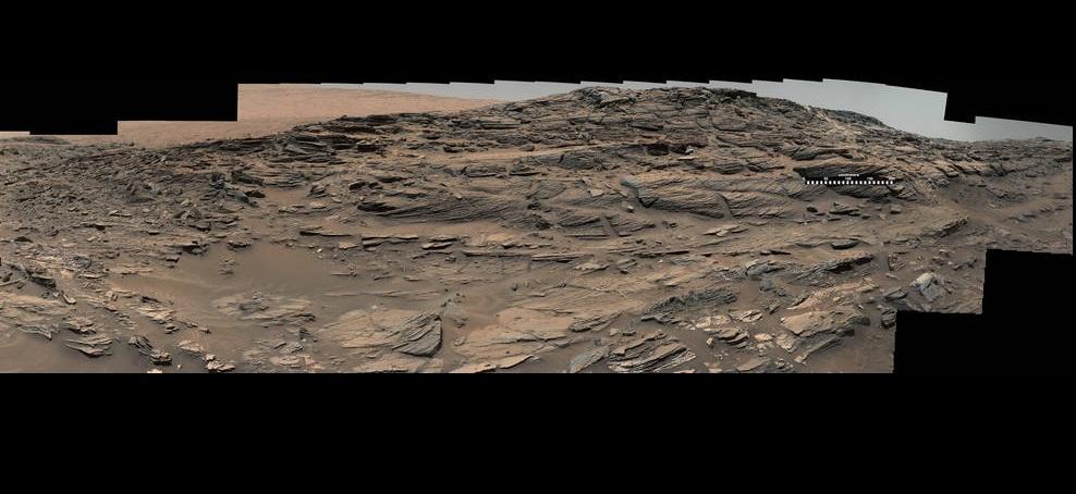 Окаменевшие дюны в кратере Гейл